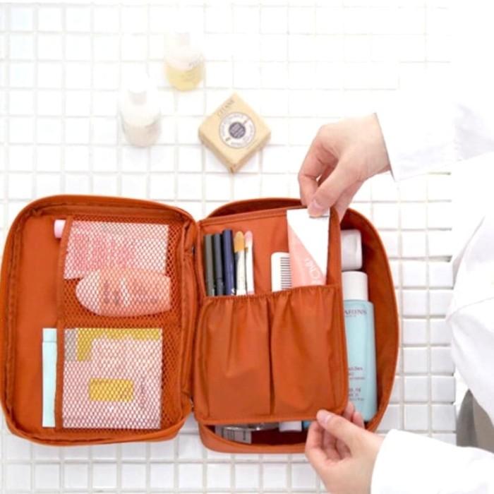 Foto Produk Tas Kosmetik Travel / Monopoly Travel Bag / Organizer Tas Kosmetik dari Rising.collection