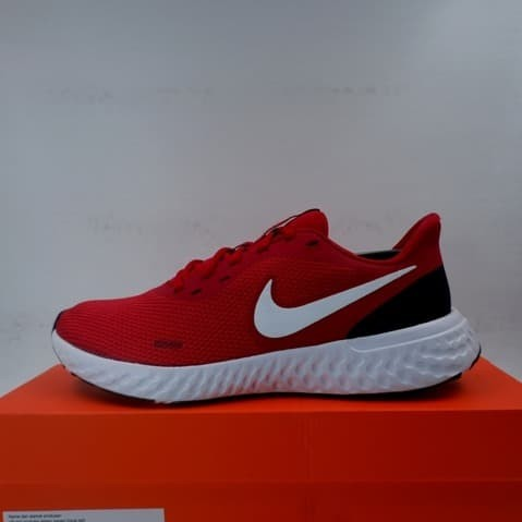 Foto Produk Sepatu Running/Lari Nike Revolution 5 Gym Red White BQ3204-600 Ori dari KING OF DRIBBLE