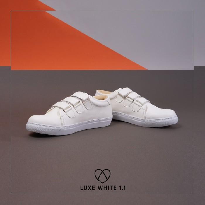 Foto Produk SEPATU FAV 04 LUXE WHITE | FAV SHOES | 100% ORIGINAL | SEPATU WANITA dari Toto_Suryo