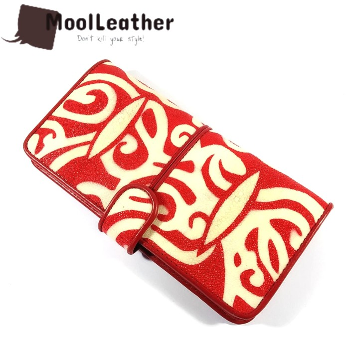harga Dompet kulit ikan pari asli motif batik kalimantan warna merah Tokopedia.com