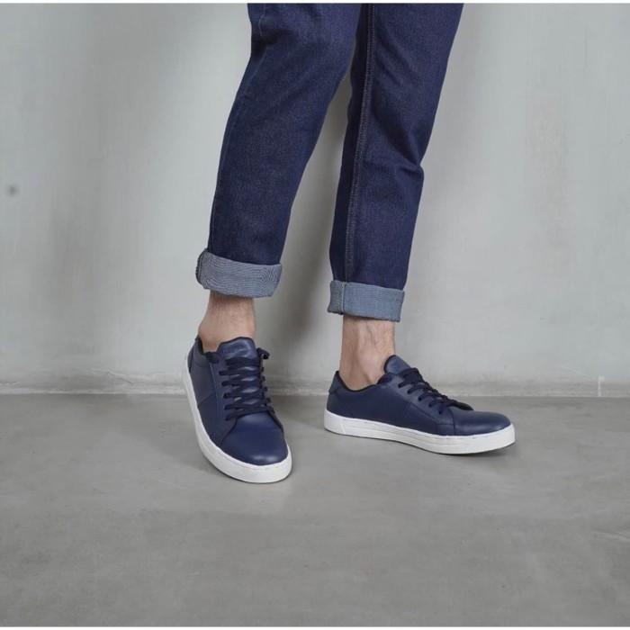 Sepatu Sneakers Pria Cowok Miles&co - Freya Series Biru Navy
