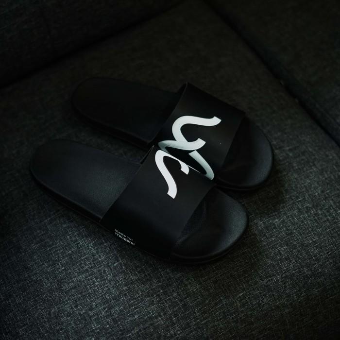 Foto Produk SENDAL PRIA NAVARA SLIPPER WHITE TOTOSURYO x NAVARA FOOTWEAR ORIGINAL dari Toto_Suryo