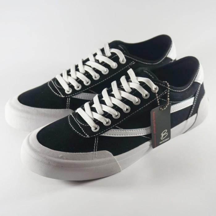 Jual Sepatu Patrobas Ivan Black White // Harga Retail - Jakarta ...