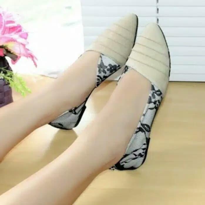 Foto Produk Reiv - Keong Brukat Flat Shoes - Salem, 37 dari Reiv_Shop