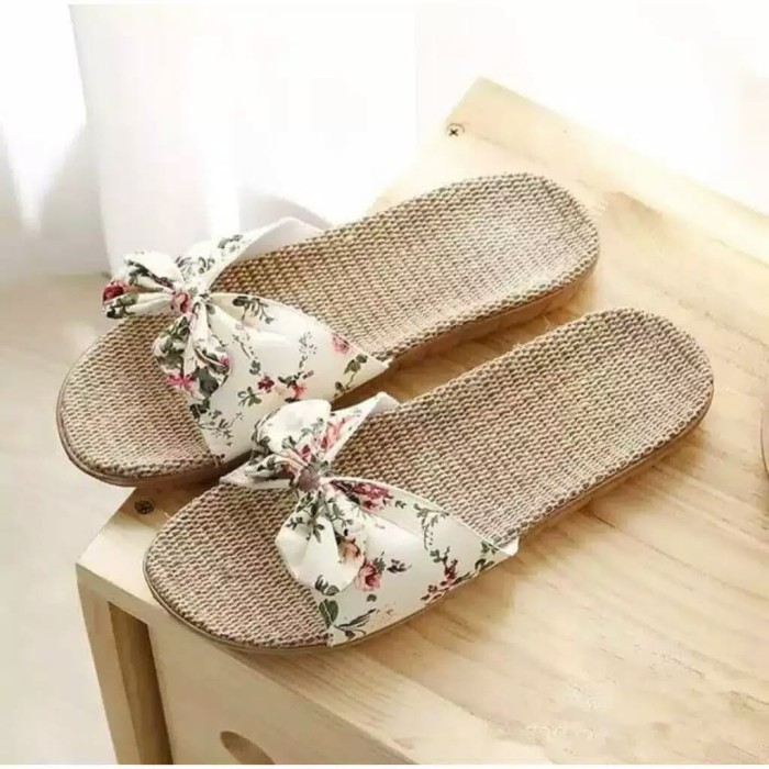 Foto Produk Reiv - Sandal Flat Bunga [Cream] - Cream, 37 dari Reiv_Shop