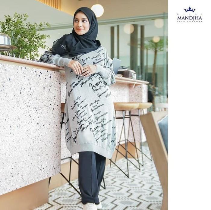 Foto Produk Sweater monogram abu dan navy mandjha ivan gunawan dari Oq_indoStore