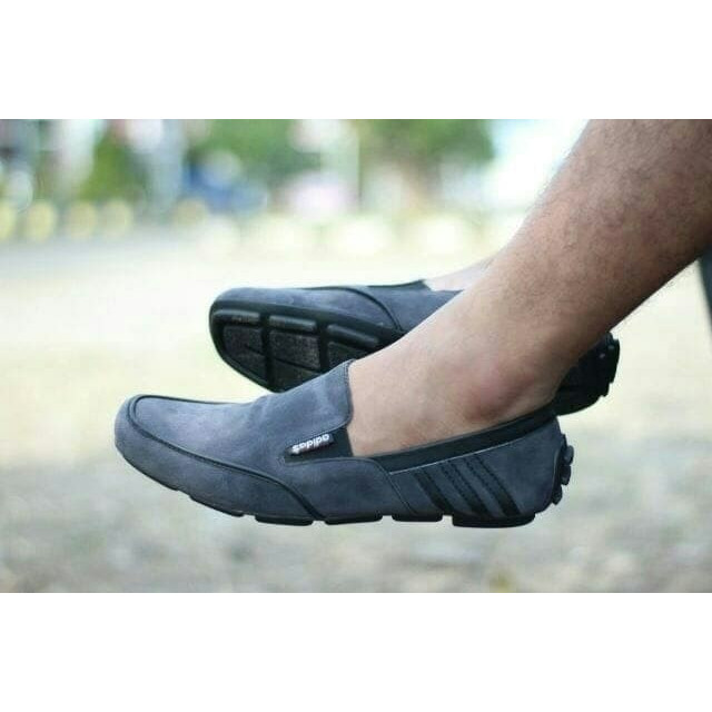 Foto Produk Sepatu Slop Pria Casual Formal Adidas Dembelle Slip On Original Suede - Hitam, 39 dari D&G Store
