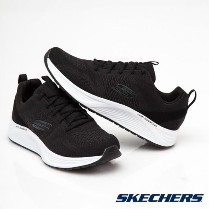 Original BNIB Skechers Skyline Black