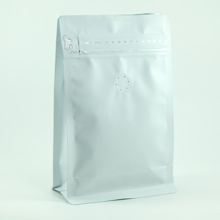 Foto Produk Coffee Bag 250gr Standing Pouch With Zipper + Valve White (20 pcs) dari KOPITIAM OFFICIAL STORE