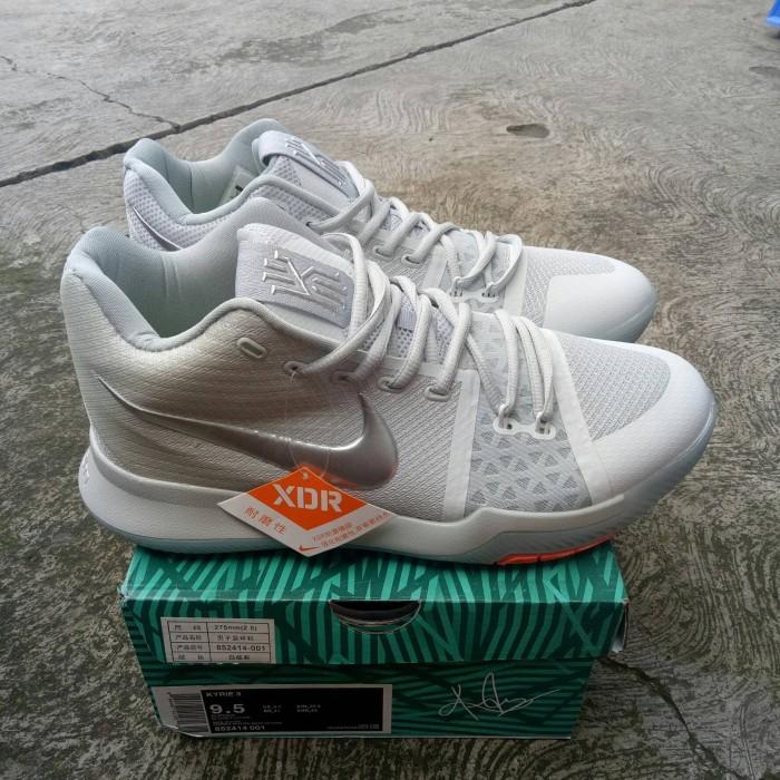 super popular 53db3 79855 Jual Sepatu Nike Kyrie 3 Time to Shine Silver TS EP BNIB Perfect Quality -  Jakarta Selatan - MEGASTOREID | Tokopedia