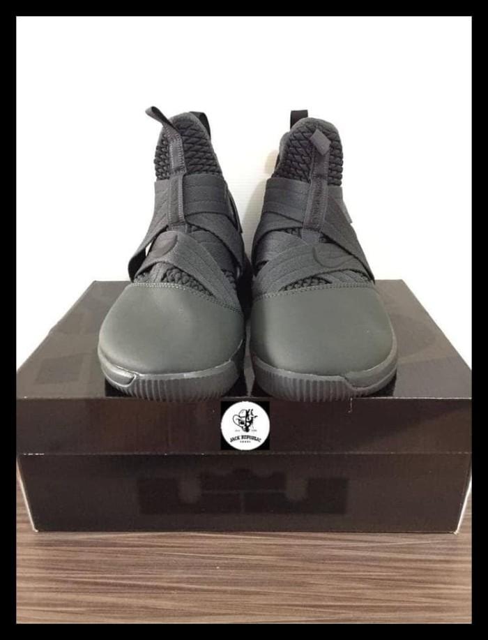 new arrival 33c2a 1573f Jual Exclusive Sepatu Basket Nike Lebron Soldier 12 Triple Black Premium -  Kab. Bekasi - satrianasagitta store | Tokopedia