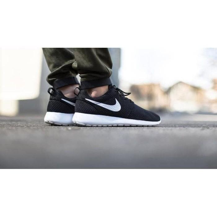 Jual Grade Original Sepatu Nike Roshe Run Rosherun One Hitam Putih ... 8ee128595f