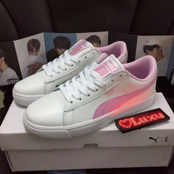 newest b948d 7d399 Jual Sepatu PUMA X BTS Pink / Sepatu Sneakers Korea BTS - Jakarta Pusat -  Yuni Collectionn | Tokopedia