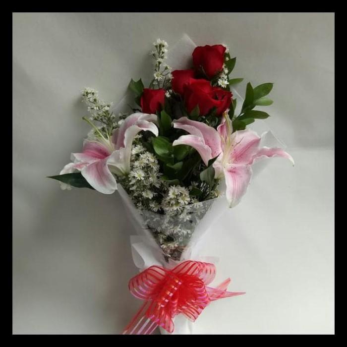Jual TERBARU Buket bunga mawar mix lili kasablanka  c475028b21