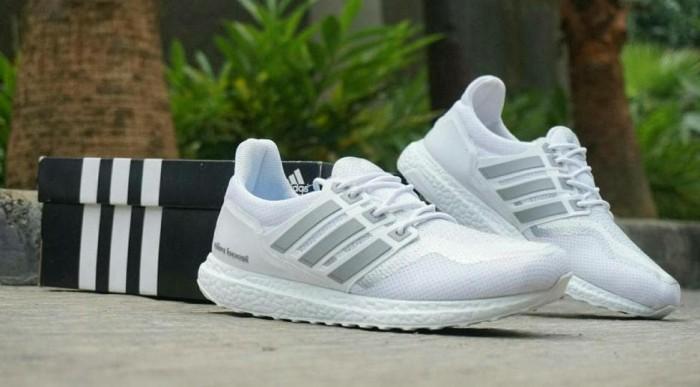 5c90918bbe677 Jual Sepatu Sneakers Casual Running Adidas Ultra Boost Putih Abu ...