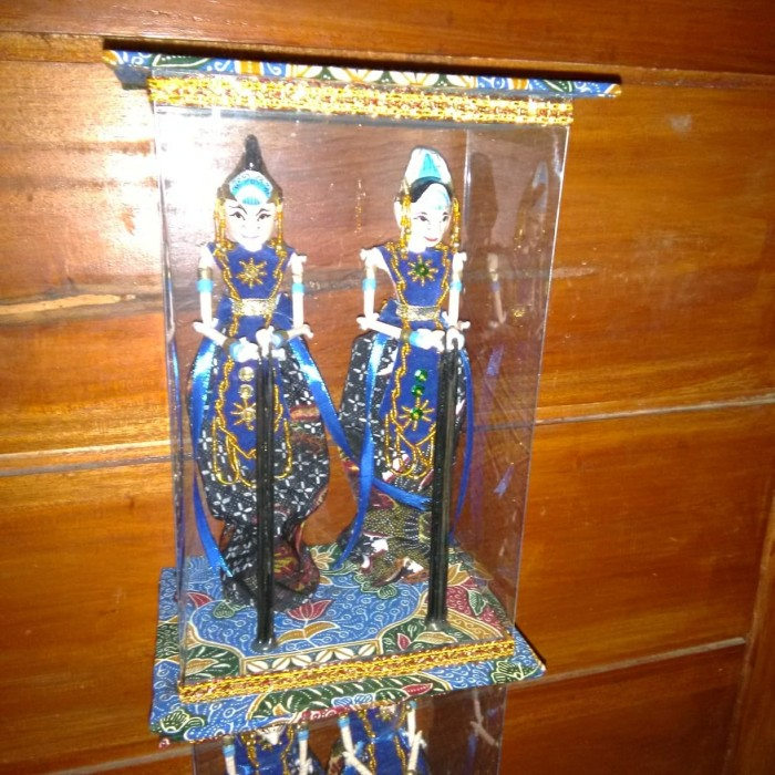 Jual Miniatur Wayang Rama Sinta Arjuna Dan Srikandi Ungu Kab Bandung Wijaya Wayang Golek Tokopedia