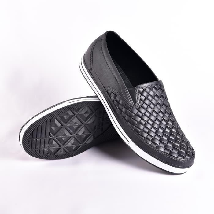 Foto Produk SANKYO 1125 Sepatu Karet Kasual Tahan Air Sepatu Kasual Hitam Putih dari wonzila