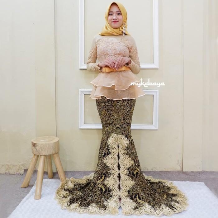 Jual Terbaru Kebaya Wisuda Mewah Kebaya Wisuda Hijab Modern Emas Atasan Kota Surakarta Solokebaya Net Tokopedia