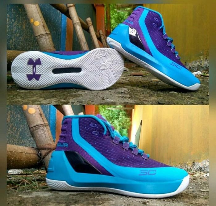 fd8f2e7b5ffa Jual Terlaris Sepatu Basket Original - Sepatu Basket Nike Kyrie 2 ...