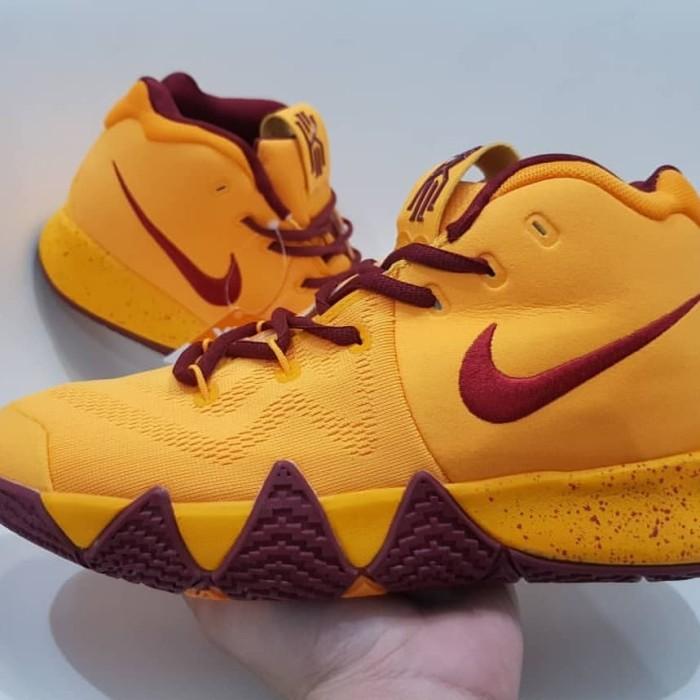 check out 310dc 0b2bb Jual Sepatu Basket/Nike Kyrie Irving 4 Yellow Wine - Kab. Tangerang -  Avelove Shop   Tokopedia