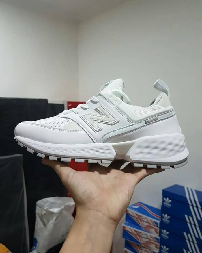 more photos ceb5c 1ec6f Jual Sepatu New Balance 574 Reflective Triple White Premium Quality -  Putih, 41 - DKI Jakarta - Cupacups Store | Tokopedia