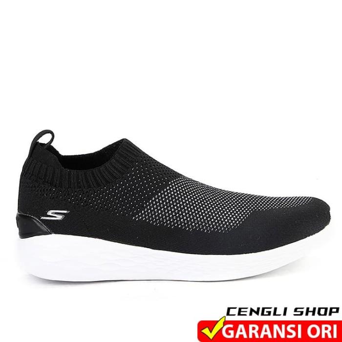 ... harga Sepatu skechers go strike original slip on pria branded empuk  Tokopedia.com 45ea056357