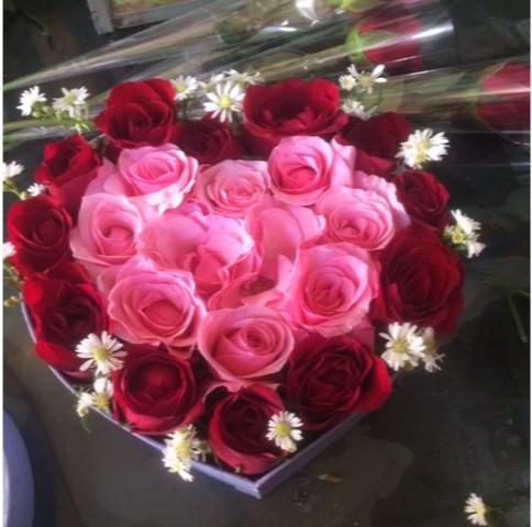 Jual Bunga Mawar Bentuk Love Di Hari Valentine Jakarta Timur