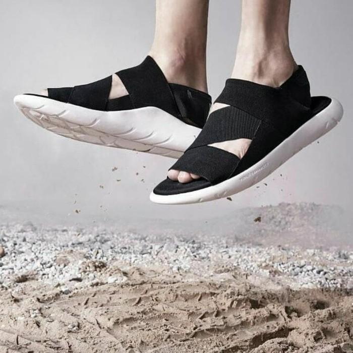 41b0459dc Jual Baru Sandal Adidas Y-3 Yohji Yamamoto Qasa Sandal Black White ...
