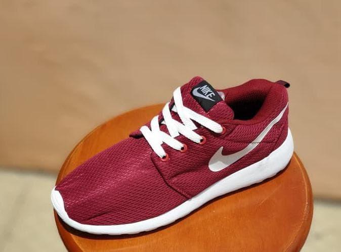 magasin en ligne eb31d 3af67 Jual Sepatu Sport Nike Roshe One Run Maroon / Running Cowok - Goalsport  Wiji | Tokopedia