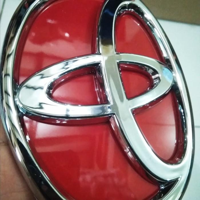 Foto Produk Emblem Lambang TOYOTA MERAH Depan AVANZA 2012 sampai 2014 dari The 28