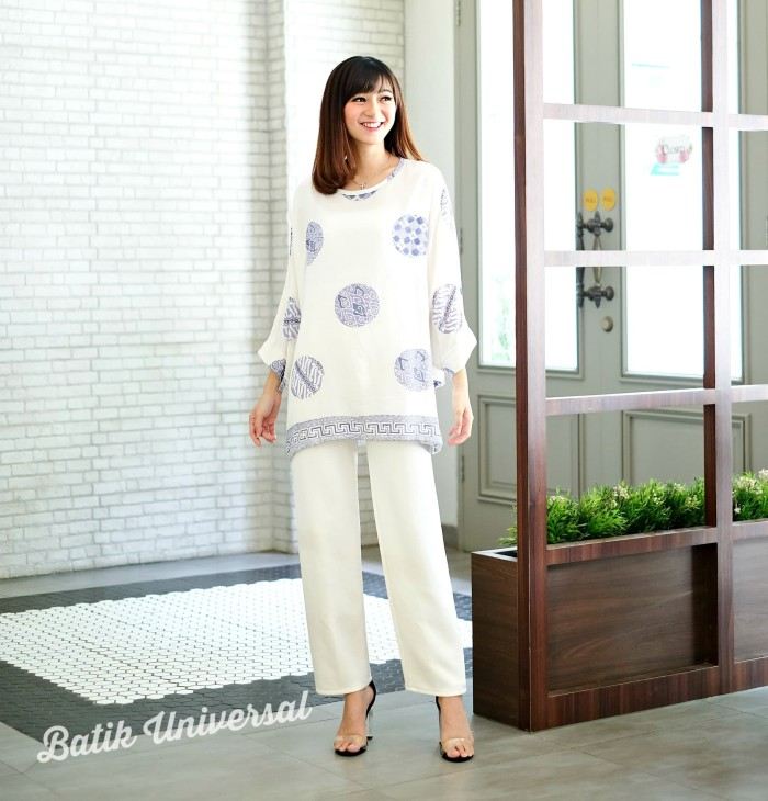 harga Atasan batik wanita blus batwing modern batik jumbo-selampad porcelain Tokopedia.com