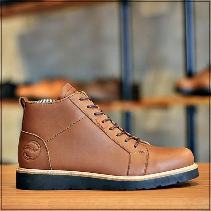 Foto Produk BRADLEYS FOOTWEAR - SEPATU BOOTS RESLETING SIMPLE COWOK BALDEV BROWN - Cokelat, 40 dari Bradleys Footwear