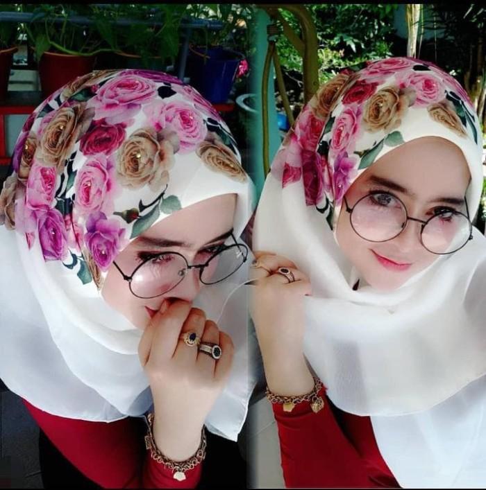 Hijab jilbab kerudung segiempat motif bunga mawar bahan cornskin