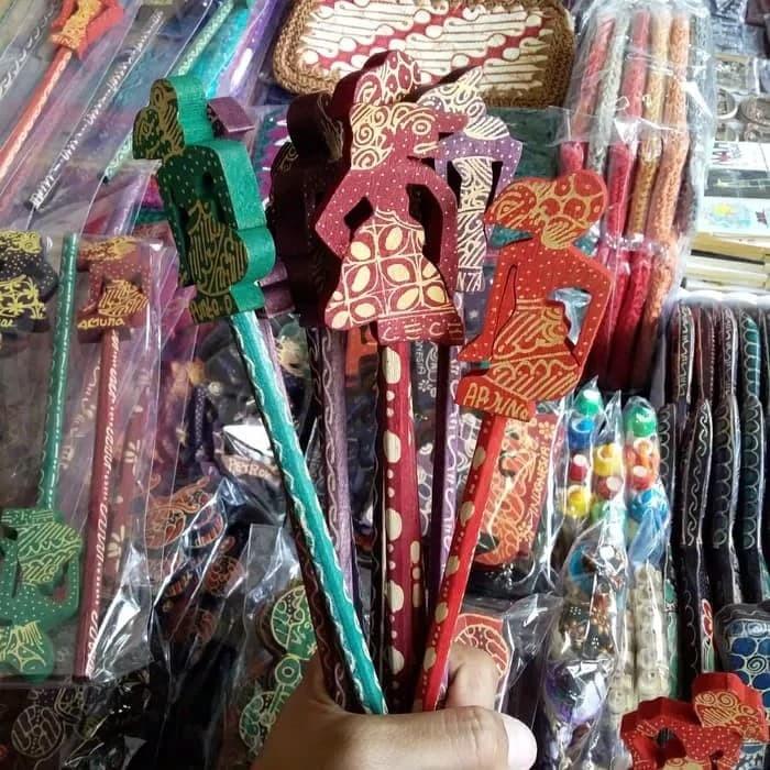 Foto Produk Souvenir Pensil Batik Wayang dari RAFANIA SOUVENIR JOGJA