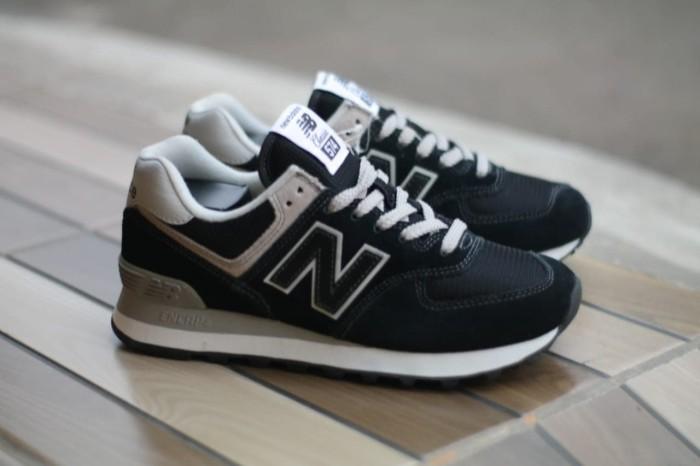 new balance 574 classic black white