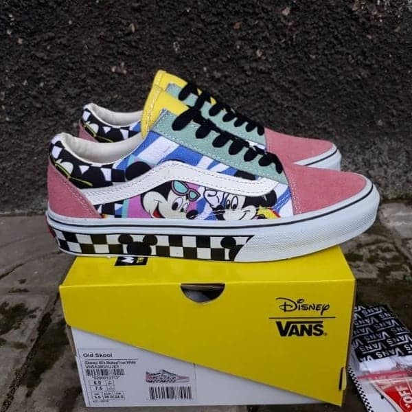 56e66d2d2c50a6 Sepatu Vans Old Skool Disney Mickey Mouse 80s True White - Putih, 37