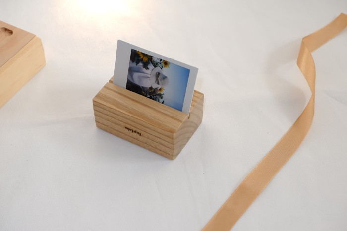 harga Jeeva photo holder | wedding souvenir | name tag | tatakan kayu Tokopedia.com