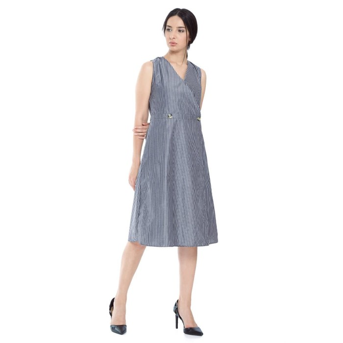 Foto Produk RAMUNE Chantelle V Dress (Stripes) - Stripes, SM dari Ramune
