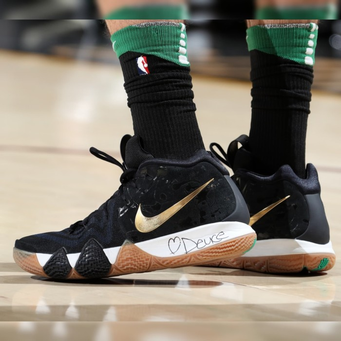 new style 73b56 a937c Jual Sepatu Basket Nike Kyrie 4
