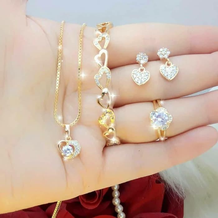 Hasil gambar untuk Perhiasan kuning