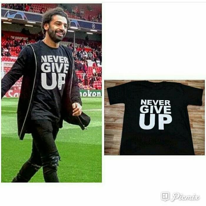 Foto Produk Never Give Up Kaos Liverpool 2019 Salah dari Supplier Kaos Custom