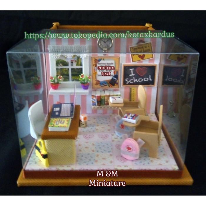 harga Kado/hadiah guru-miniatur kelas/sekolah+tempat stationery-barang unik Tokopedia.com