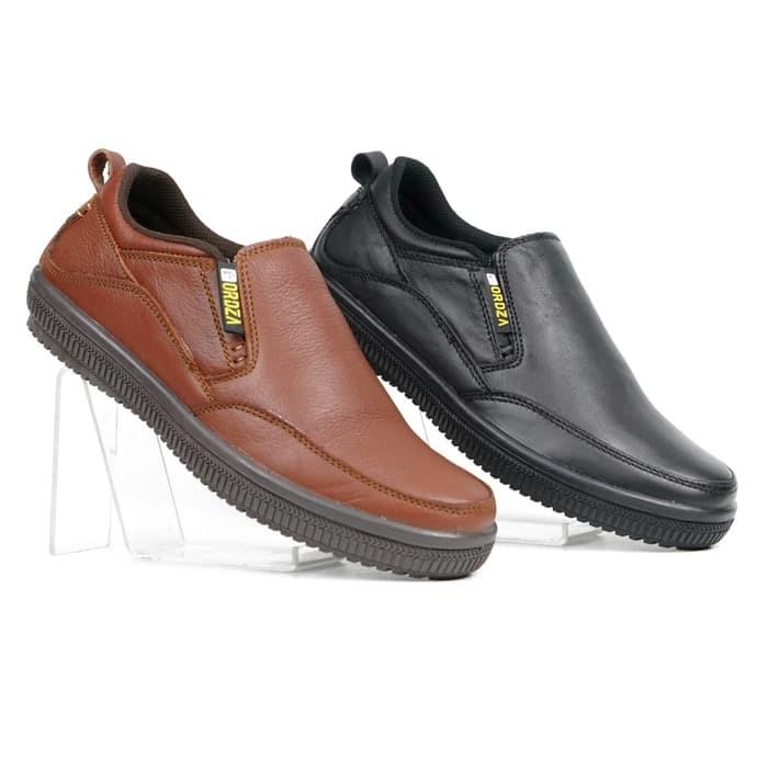 Foto Produk Sepatu Pria Casual Slip On Kulit Asli Plain Toe Campsly A904 Original - Hitam, 39 dari BIG - Shop