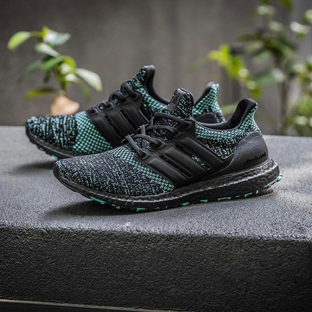 online retailer 5dfc7 b16c4 Jual Sepatu Adidas Ultra Boost 4.0 Core Black True Green Premium Original -  DKI Jakarta - A&Z_Shop | Tokopedia