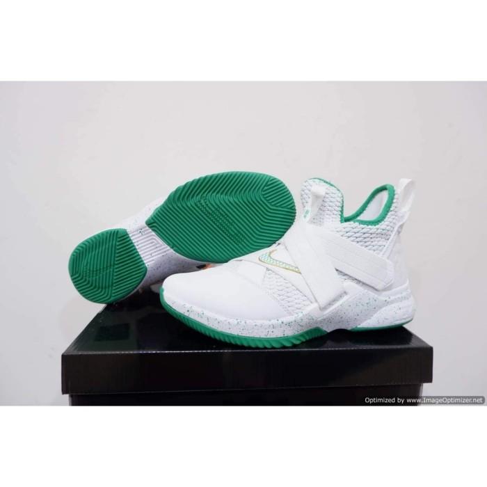 detailed pictures b0227 3d9ee Jual Sepatu Olahraga & Sneakers - Nike Lebron 12 Soldier High SVSM - Kota  Batam - Rupa Rupane | Tokopedia