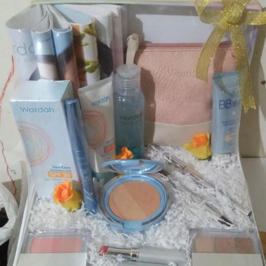 Jual Paket Parsel Make Up Wardah Seserahan Hantaran Pernikahan Kado Kota Tangerang Selatan Noel Shop Madin Gas Tokopedia