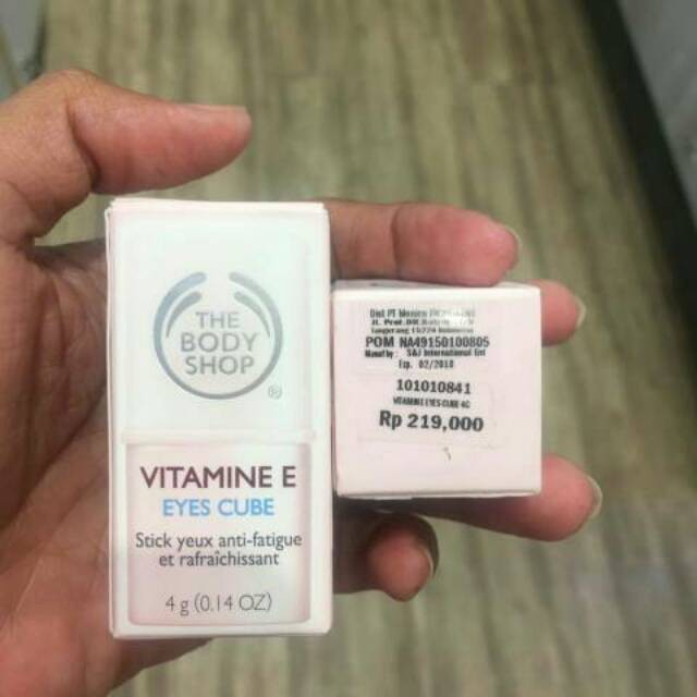 Bodyshop vitamin E eye cube