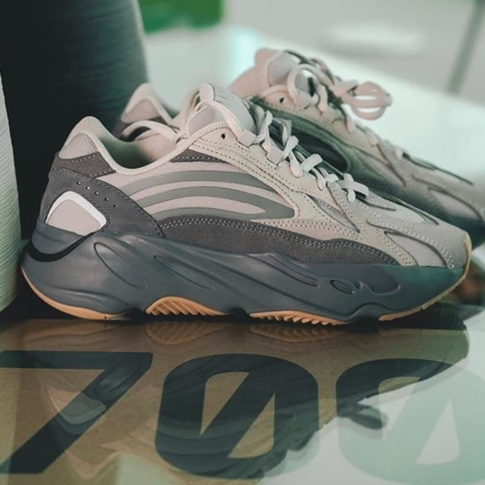 Jual Yeezy 700 V2 TEPHRA Grey, Receipt