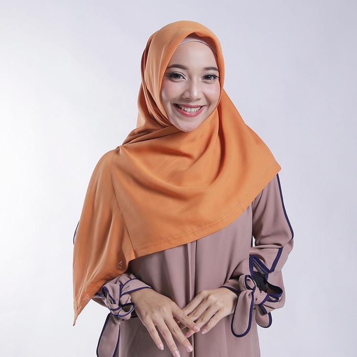 Foto Produk Zoya Kerudung Segi Empat Polos - Nov Scarf Warna Orange dari Zoya