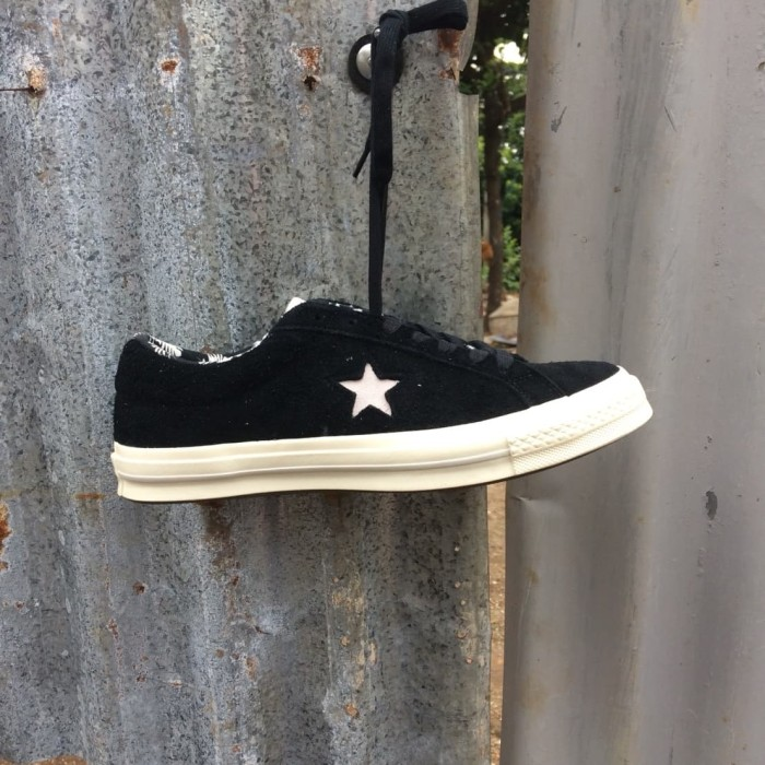 sprzedaż hurtowa aliexpress świetna jakość Jual Converse One Star Ox Tropical Feet Black White ORIGINAL - Kota Bandung  - Amateur Store | Tokopedia